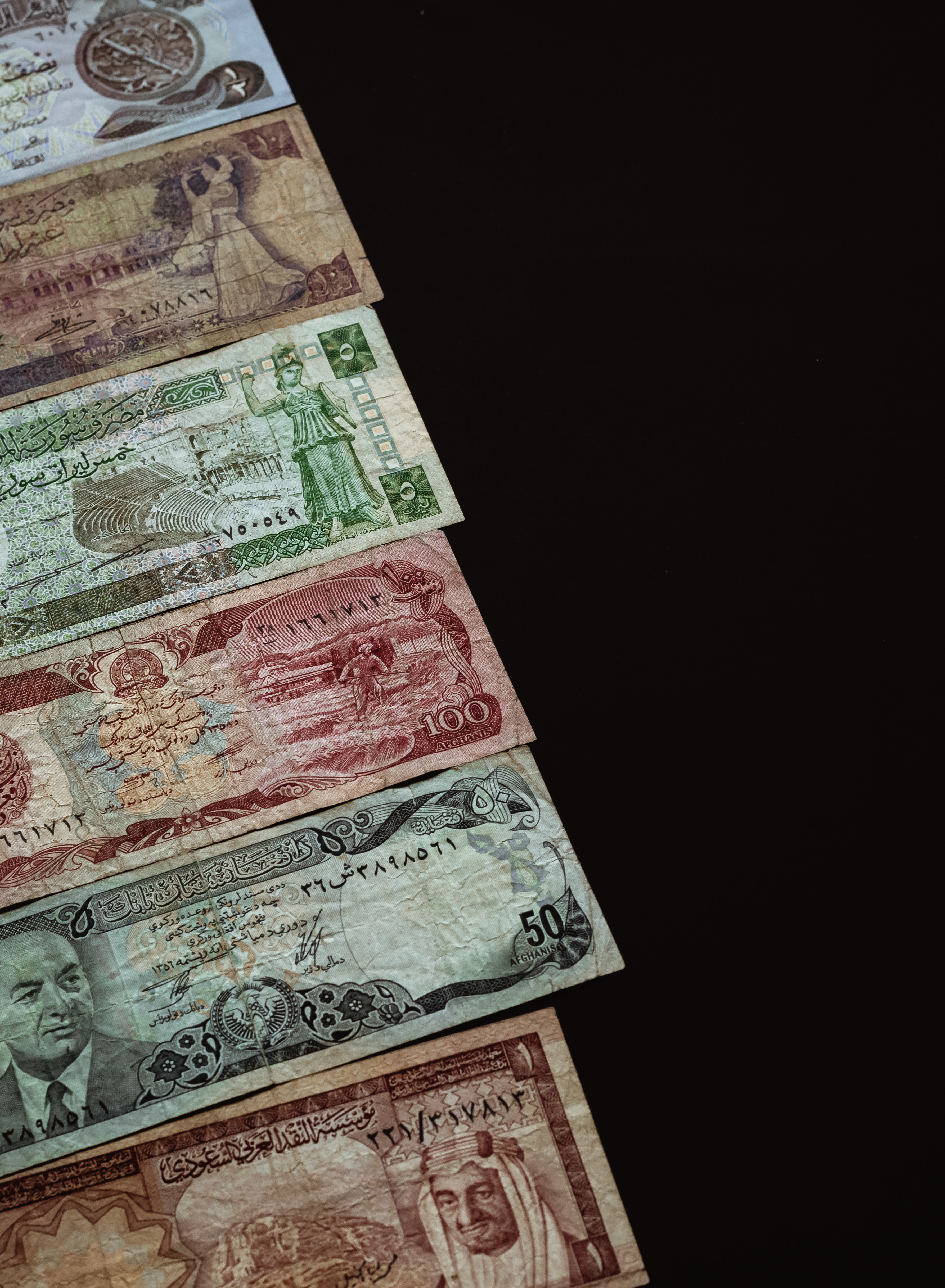 Old currencies of Arab countries, from Syria to Iraq.