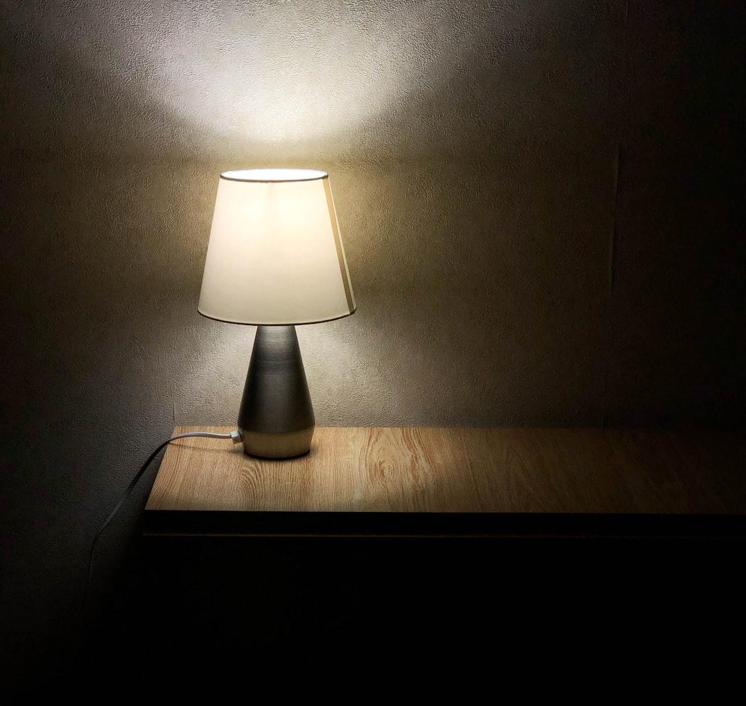 Dimmer desk lamp