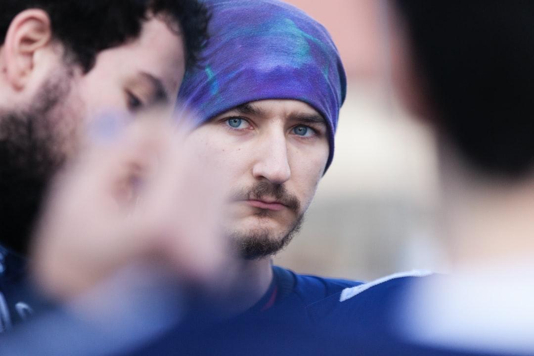 Jugador de fútbol americano del Málaga Corsairs, concentrado,  momentos antes de disputarse el partido contra el Mairena Blue Devils, en Málaga.