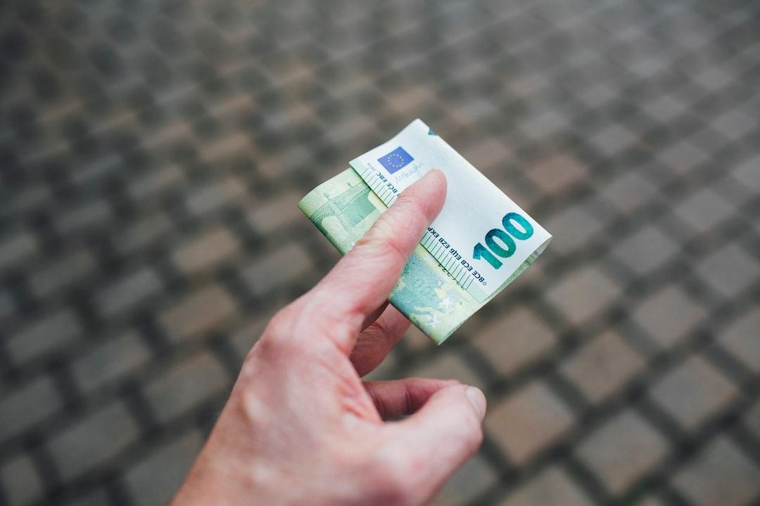 I Pay 100 € Euro - unsplash