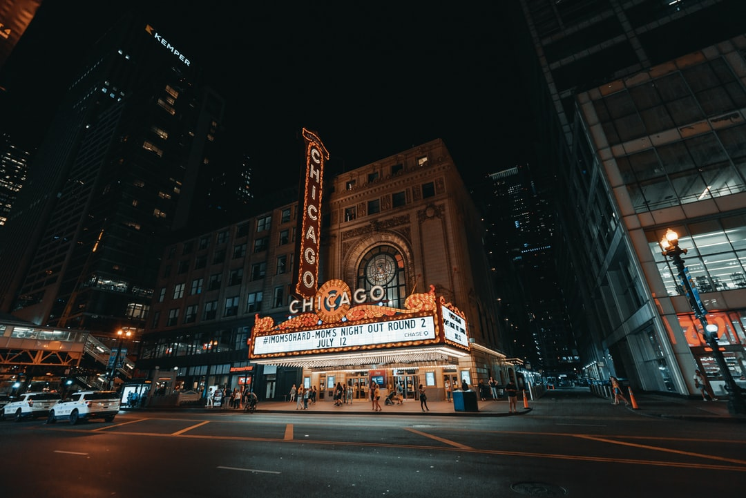 The World Famous Chicago Theater (2/3) - unsplash