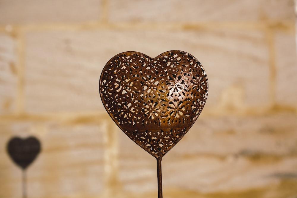 brown heart shaped pendant lamp