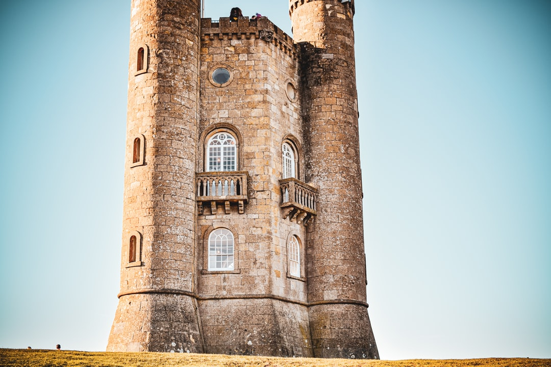 Broadway Tower In the Cotswolds. A Stone Tower Folly In the Middle of A Field.   - unsplash