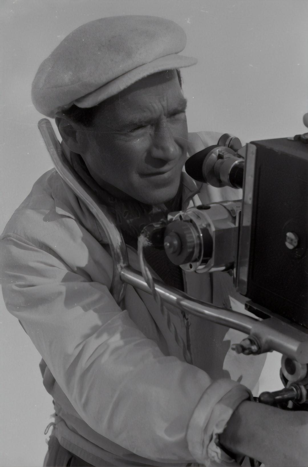 Film by Géza von Cziffra. In the picture the cameraman Hans Schneeberger. 1948