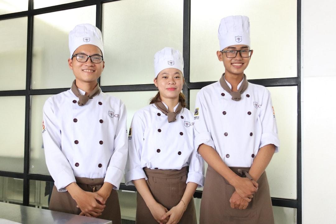 Sinh viên lớp học Kỹ thuật chế biến món ăn Nguồn: https://www.cet.edu.vn/