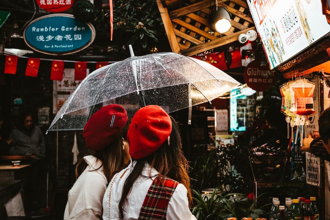 Reds In the Rain. - unsplash