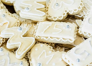white and brown star shaped cookies