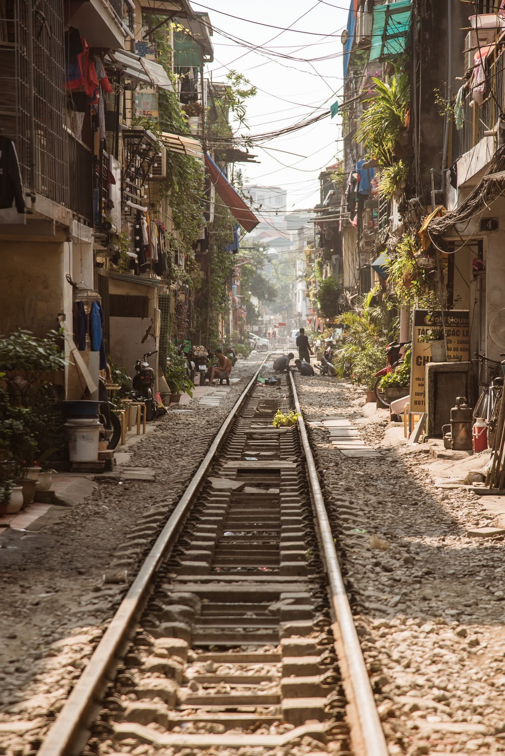 train rail between houses during daytime