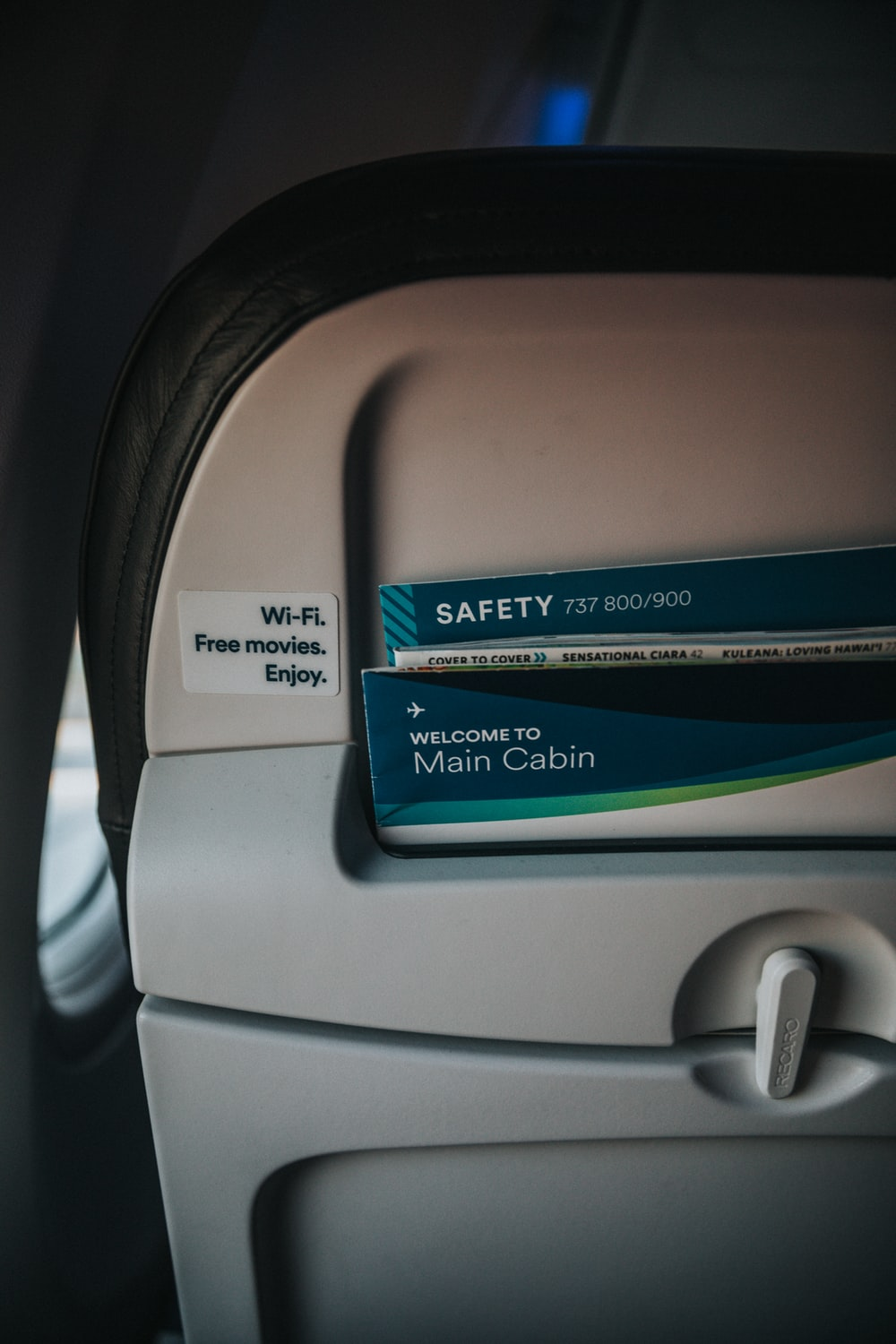 safety instructions on an airplane