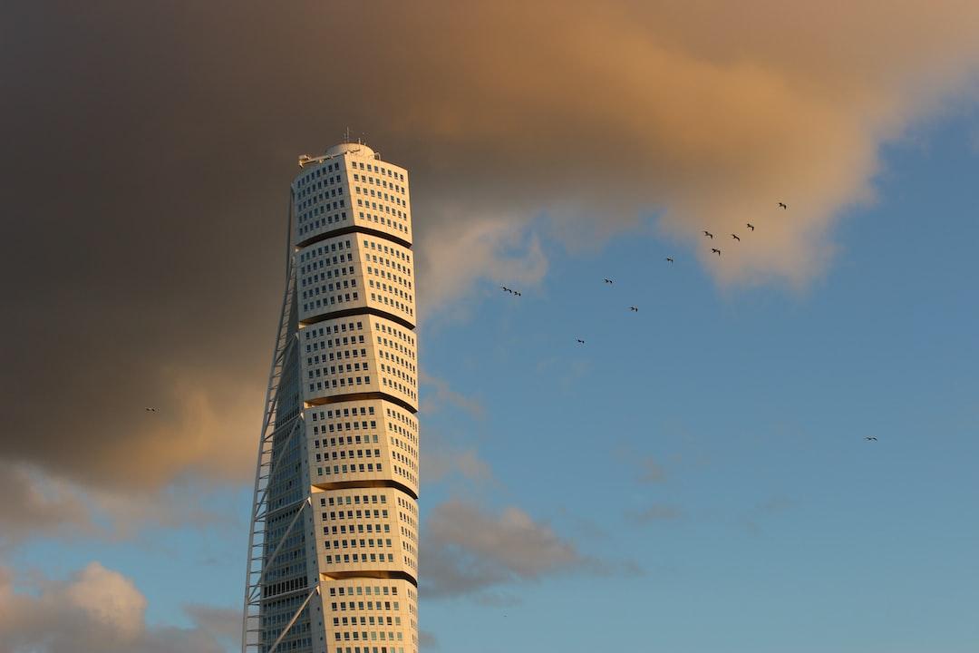Birds flying away from Turning Torso