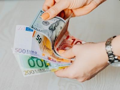 Financial Times: no a Mes ed eurobond, l'euro si salva solo se la Bce stampa moneta senza debito