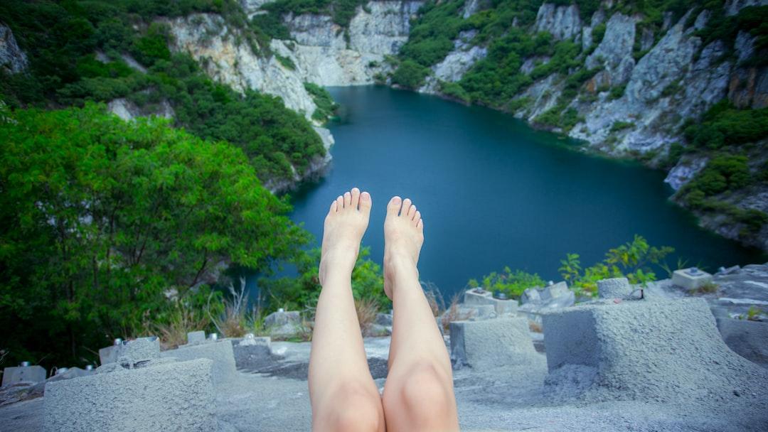 Lady feet pointing.