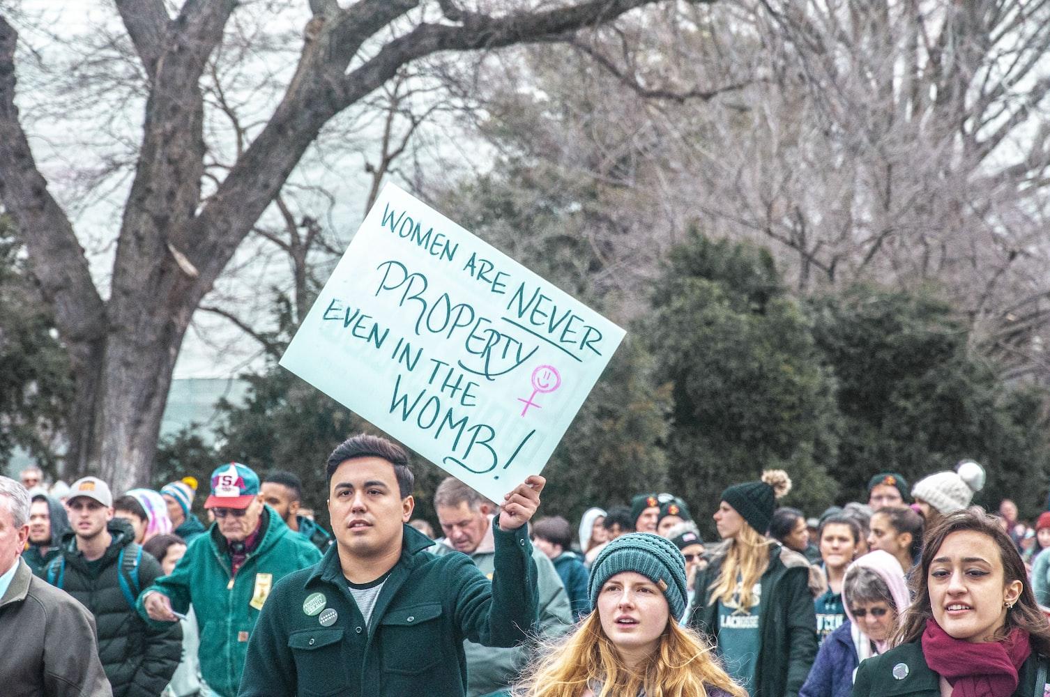 Протест против запрета абортов в мире