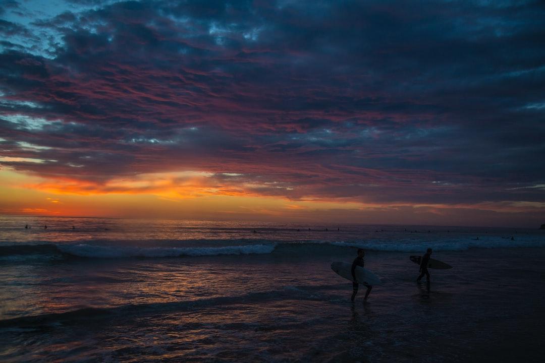 Sunset Surf Sesh. - unsplash