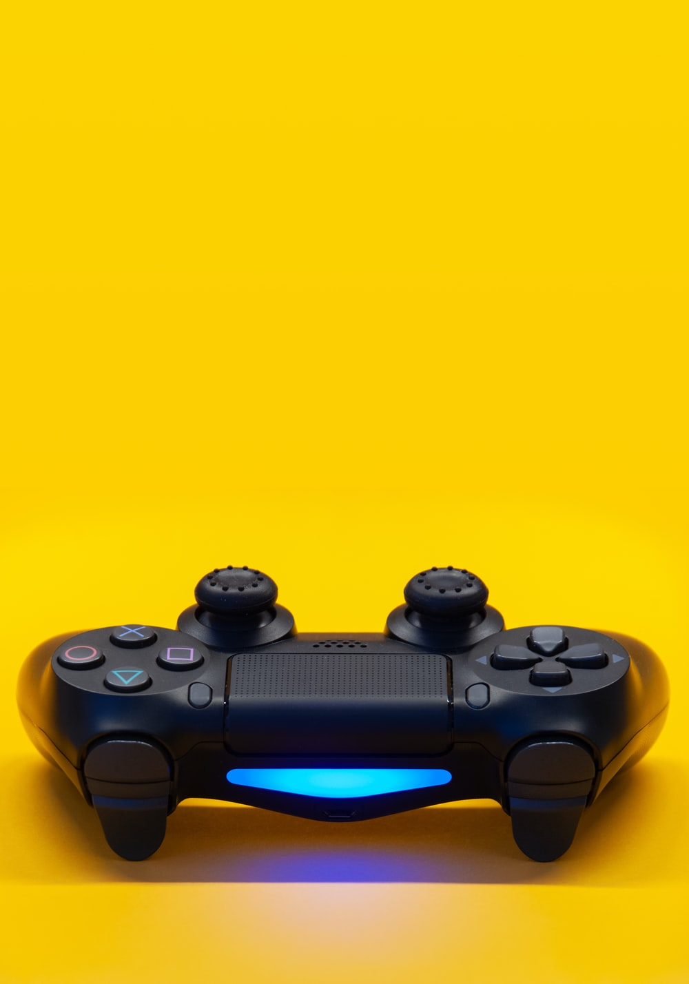 black sony ps 4 game controller