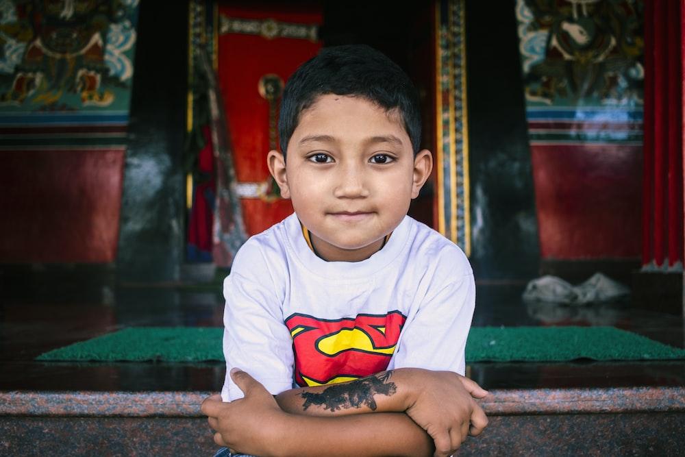 boy in white crew neck t-shirt