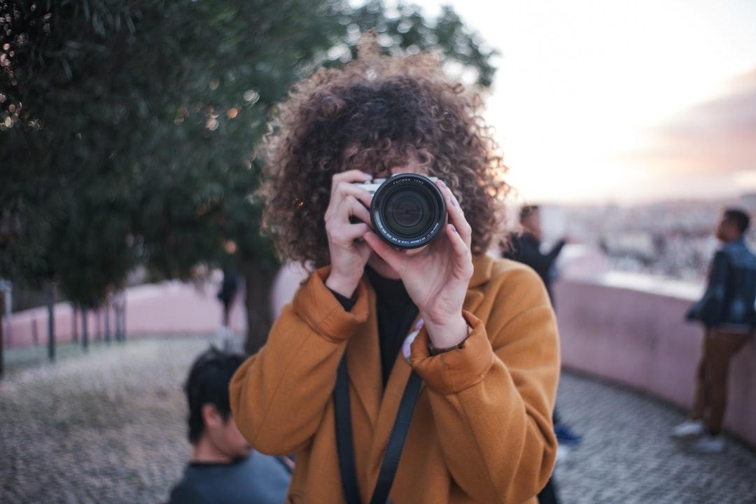 Hold camera the right way - photography basics