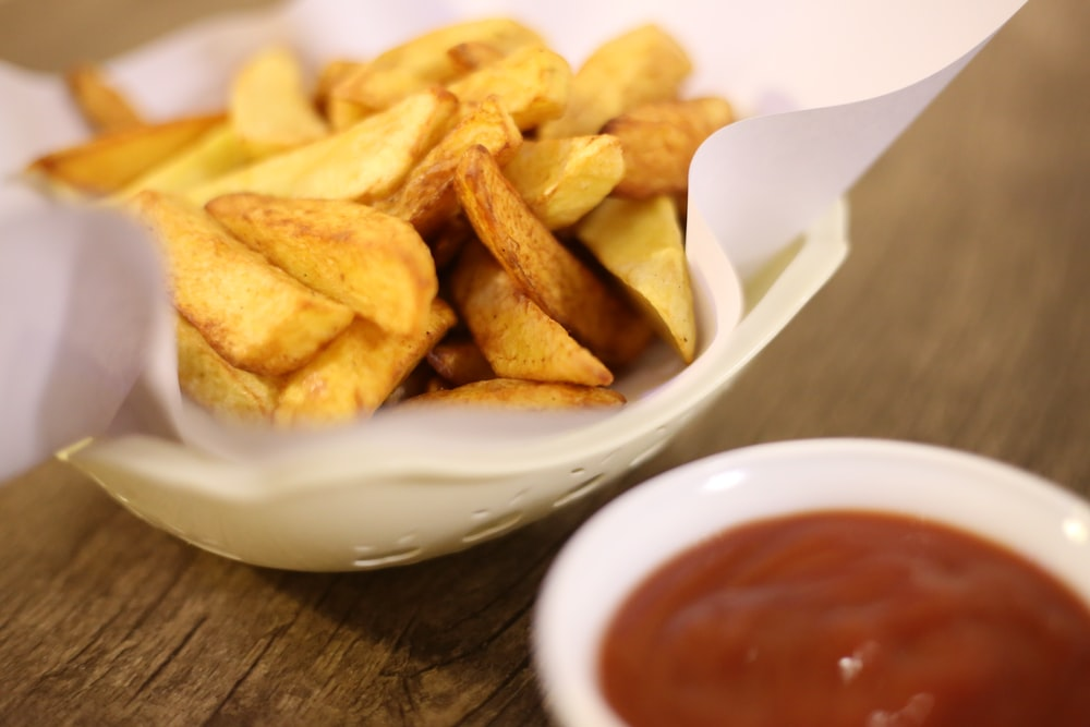 potato chips on white ceramic bowl