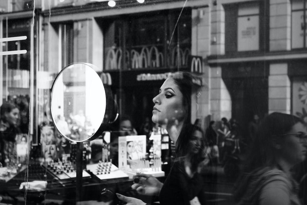 A beautiful Make-Up Artist in Paris 🇫🇷