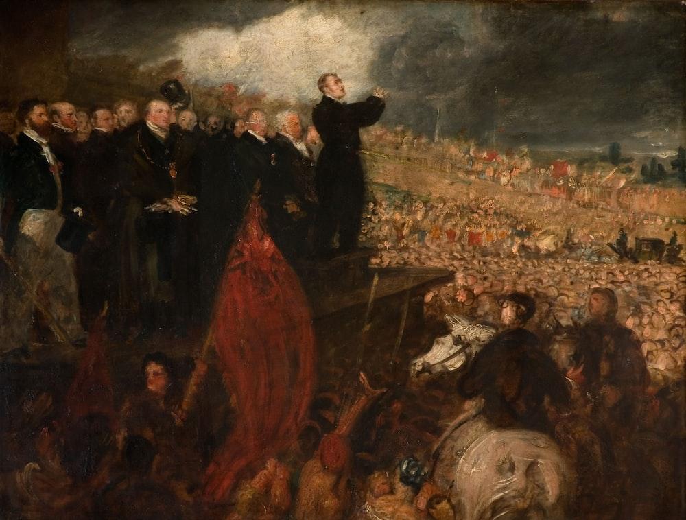 mężczyzna w czarnym płaszczu stojący na polu malarstwa