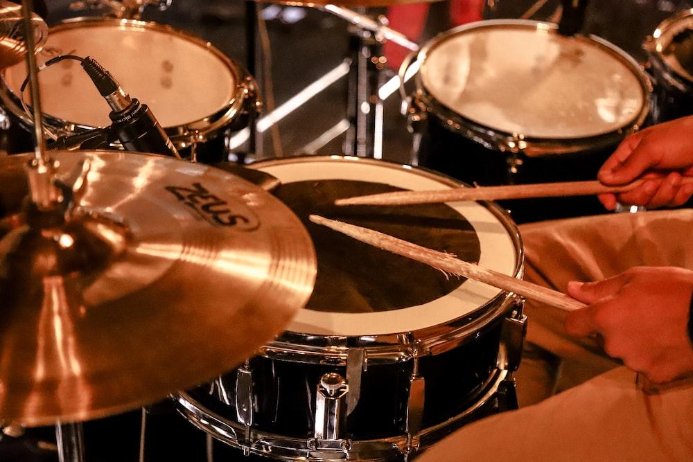 brown and black drum set