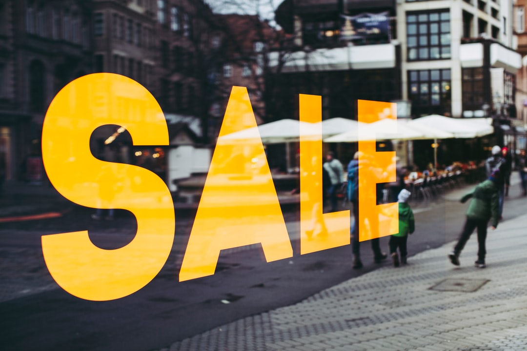 SALE – fashion victim consumershopping