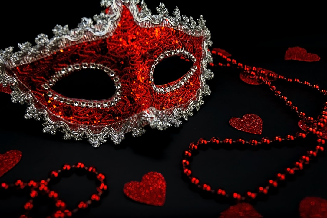 Red masquerade mask with hearts and neckleces