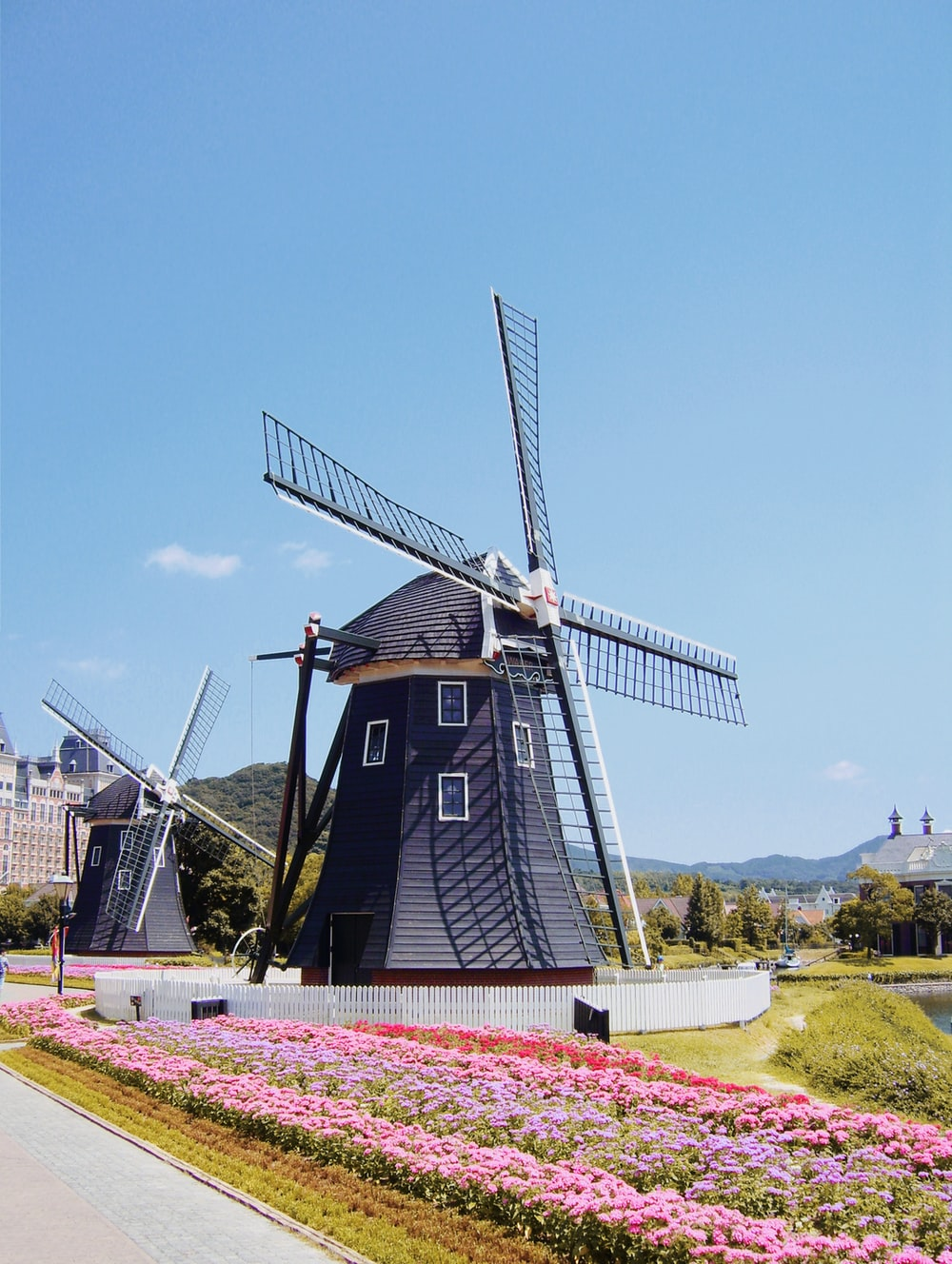 black and red windmill under blue sky during daytime