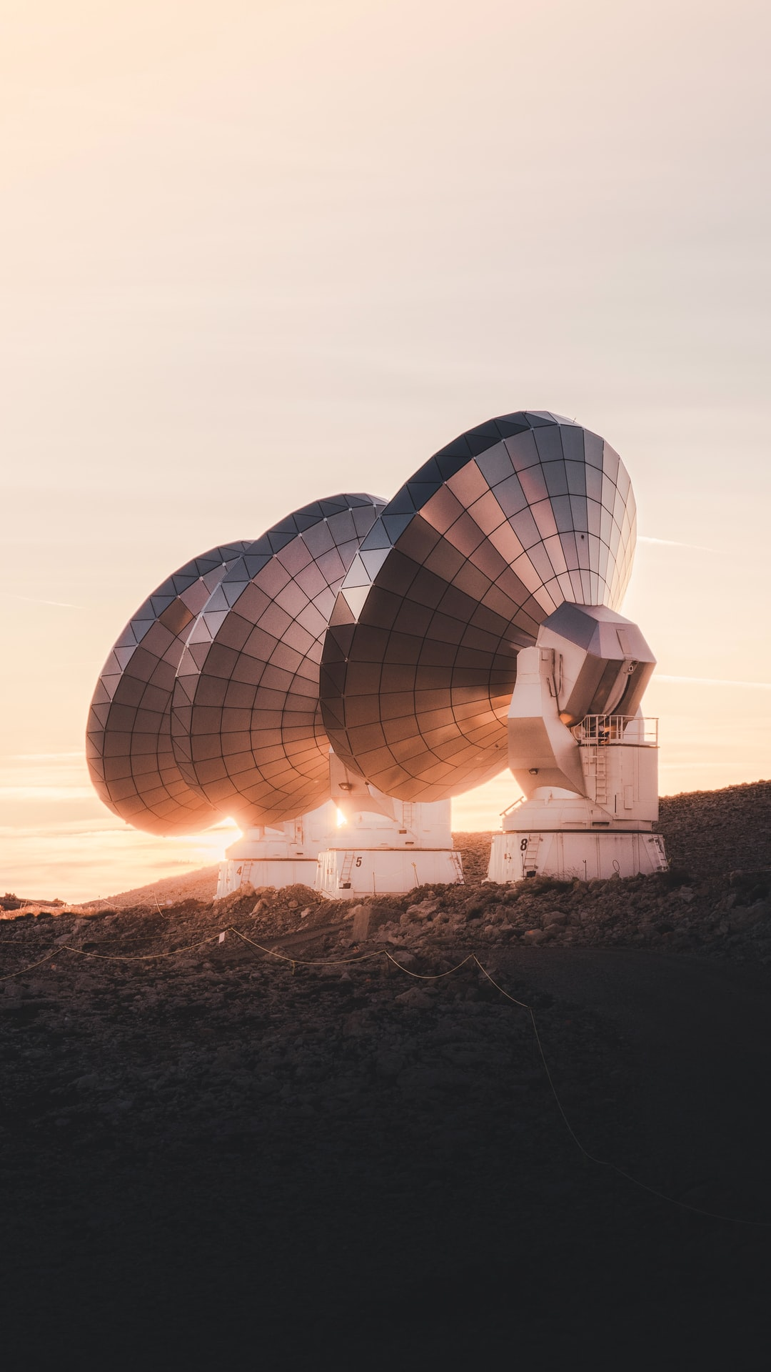 Antennes radio au coucher du soleil