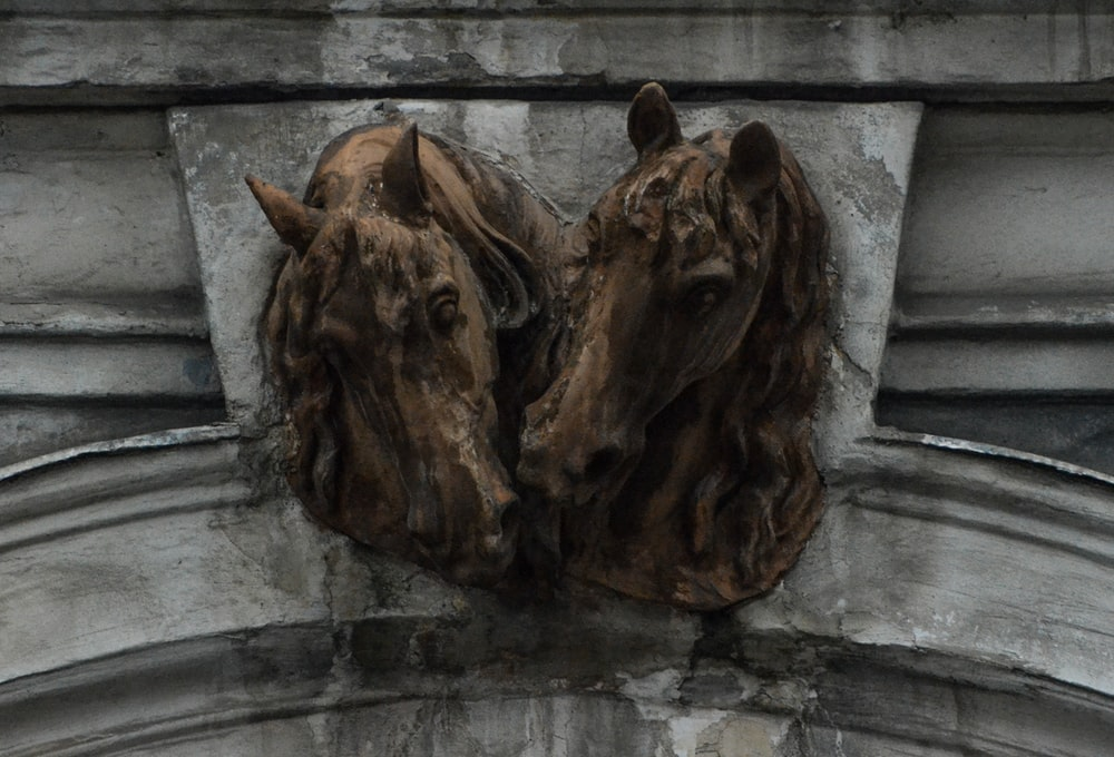 brown and black horse head statues
