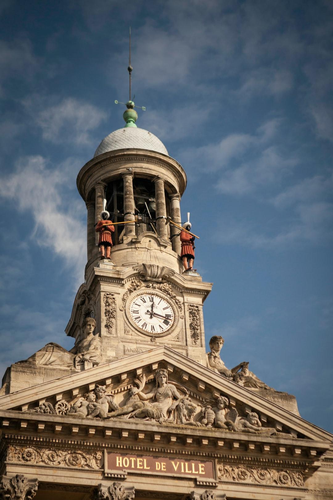 Horloge de l'Hôtel de Ville, Cambrai.