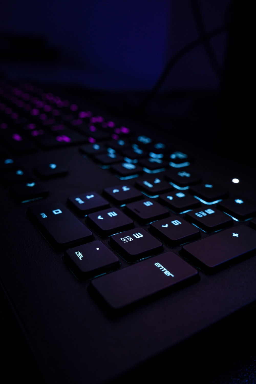 20+ Gaming Keyboard Pictures   Download Free Images on Unsplash