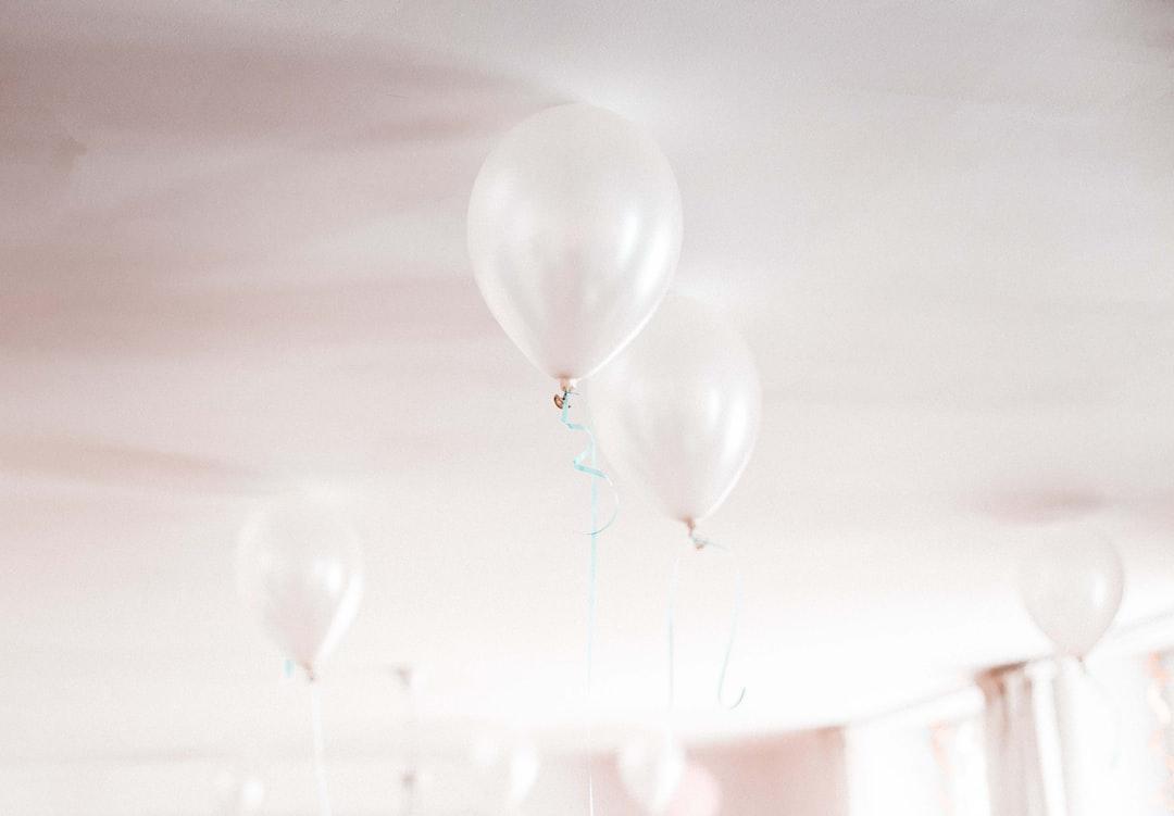 White Balloons For Birthday  - unsplash