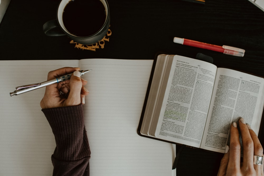 750 Bible Study Pictures Hd Download Free Images On Unsplash