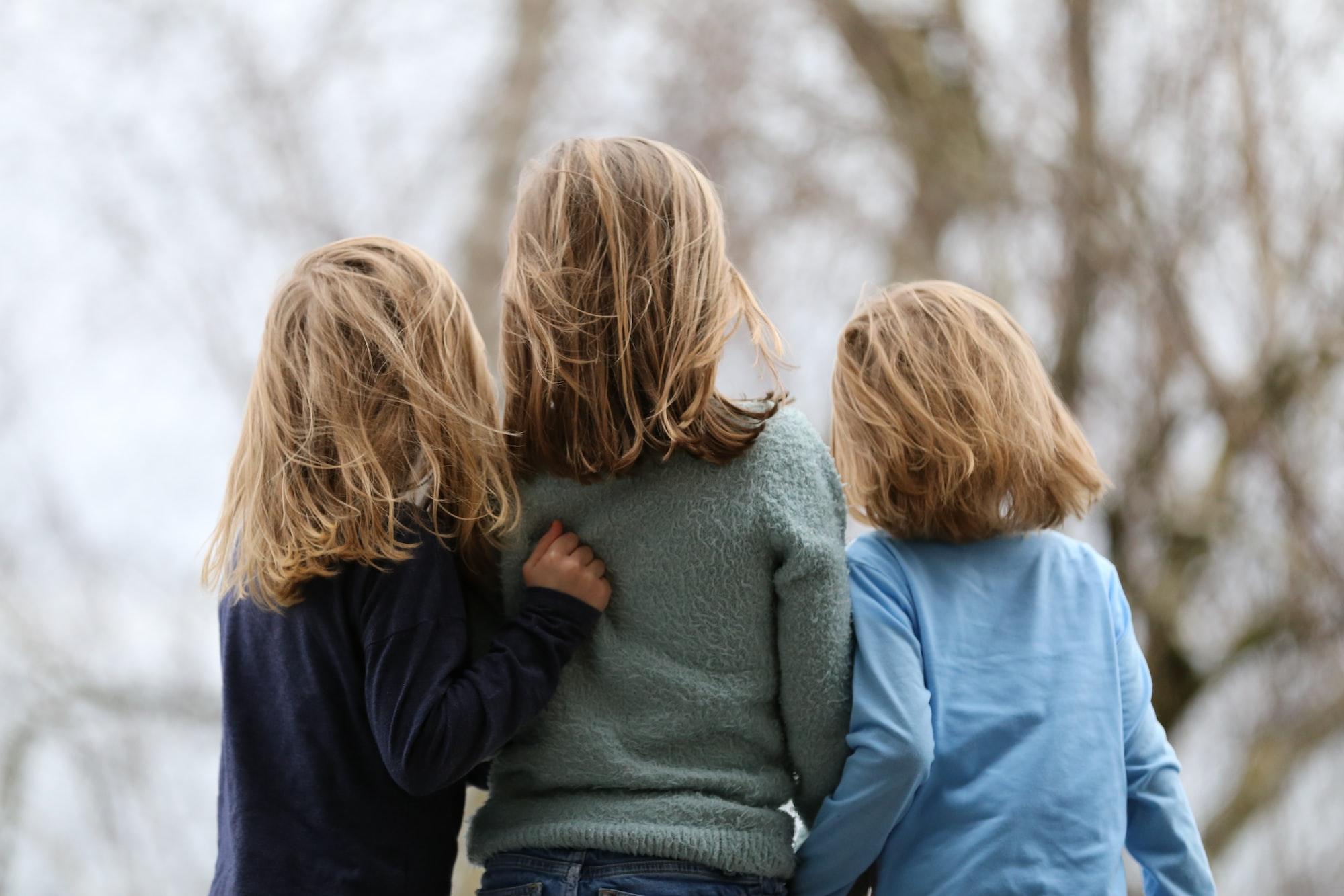 Starke Geschwisterbeziehungen - wann Geschwisterstreit kritisch wird und wann er deine Kinder fördern kann