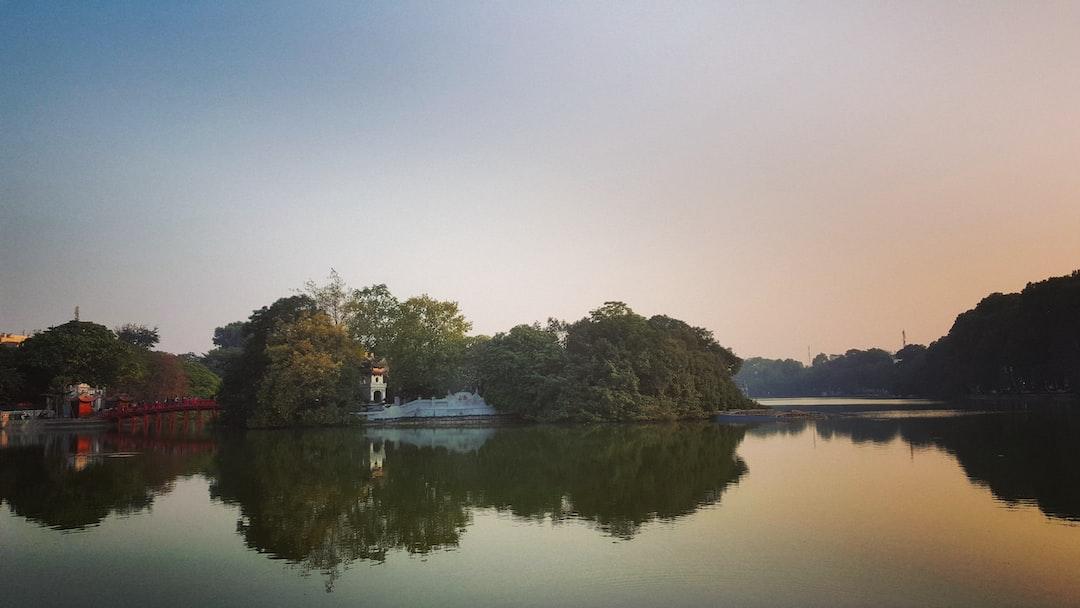 Reflection on the lake in Hanoi, Vietnam 🇻🇳