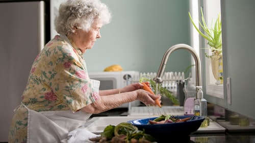 How to Care For Your Elderly Relatives During COVID-19