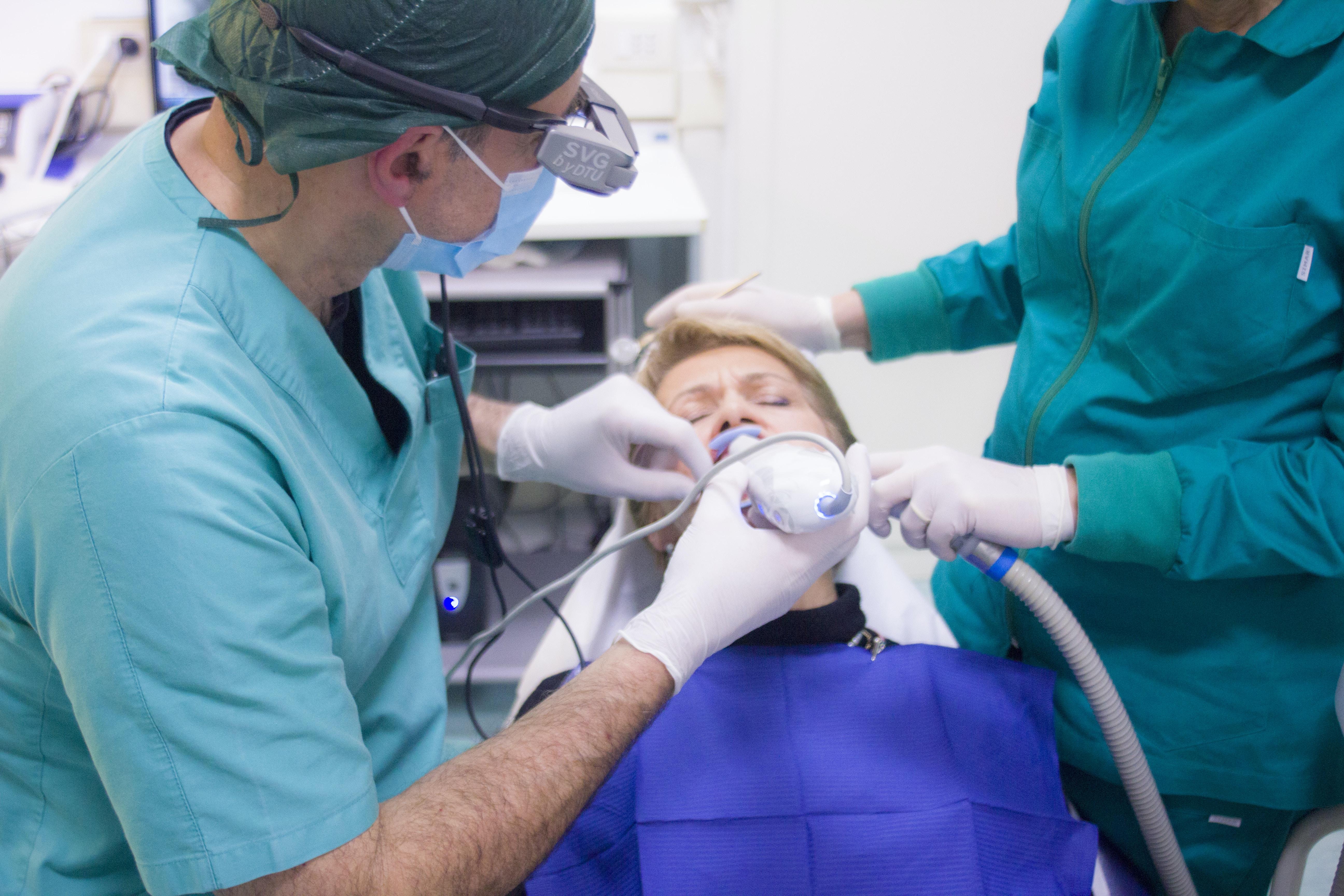 牙齦紅腫流血?小心牙齒小命不保!教你如何預防與判斷牙周病