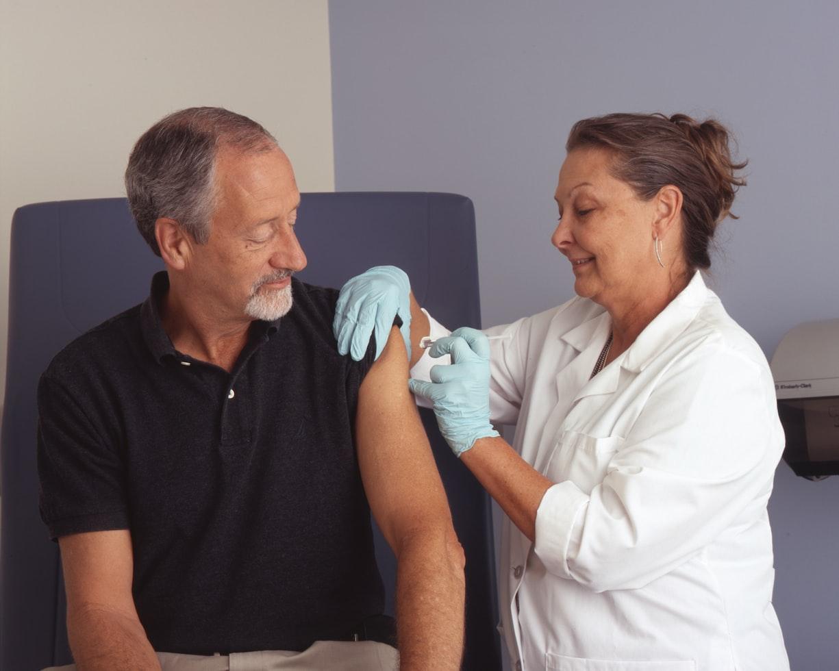 接種流感疫苗出現不良反應怎麼辦?重症醫師解析疫苗必知四大要點 | Heh