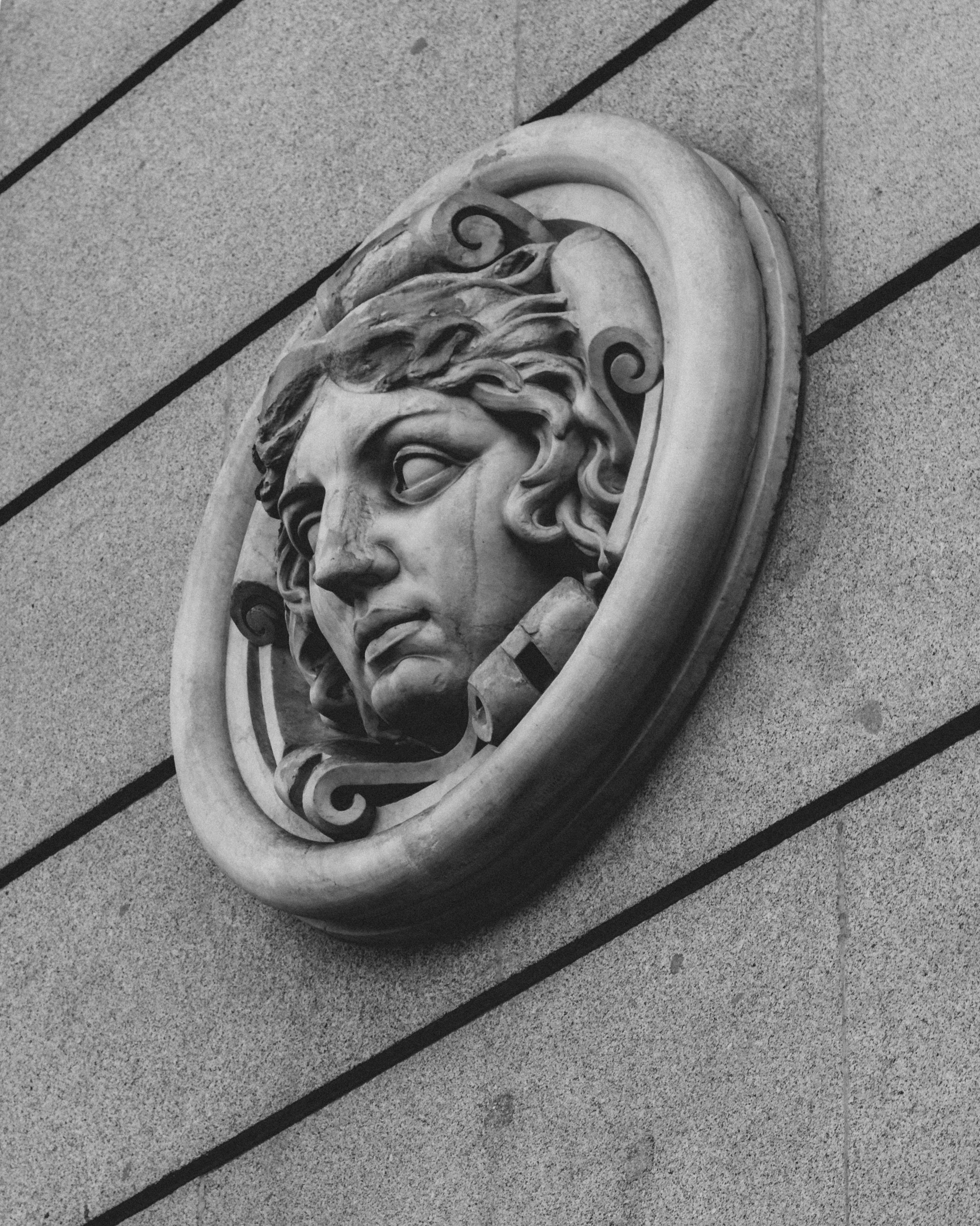 A cool detail on the side of a building in Madrid. IDK I think it looks cool so why not take a photo. Life is simple.🤷♂️⠀