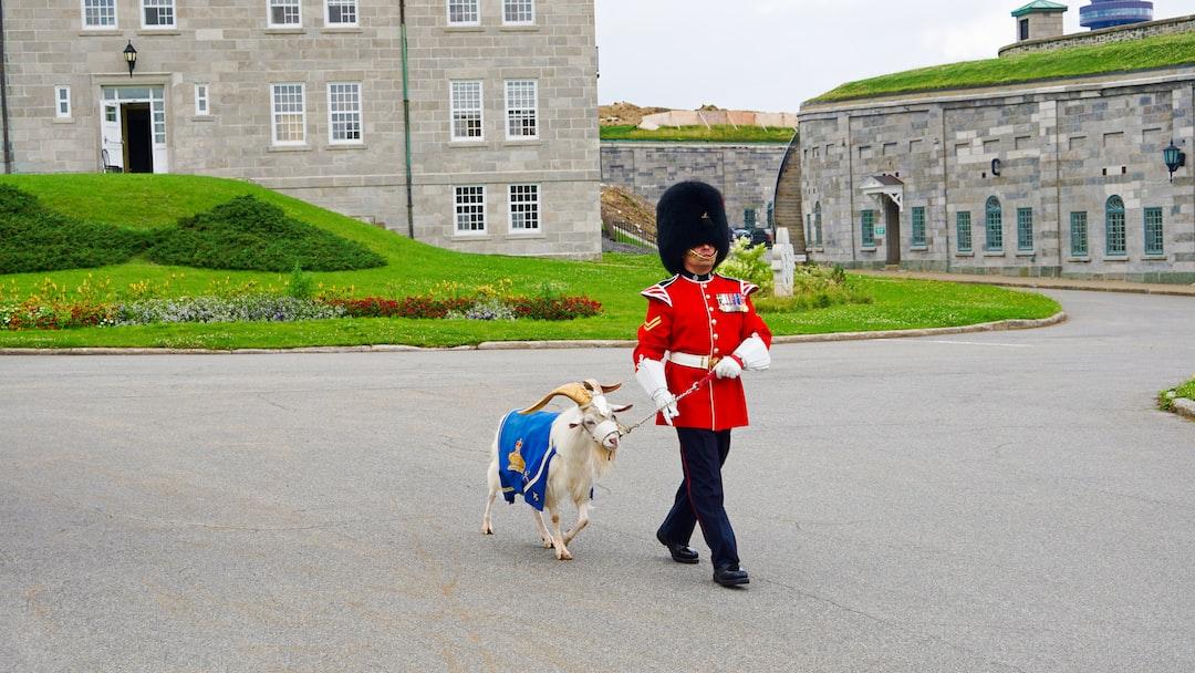 Batisse is the goat who has served as a mascot for the Royal 22e Régiment since 1955. Whenever Her Majesty Queen Elisabeth II comes to Canada, she asks the Royal 22e Régiment to move to meet her. Of course, Batisse is part of the contingent that the queen wishes to greet.   Batisse est le bouc qui sert de mascotte au Royal 22e Régiment depuis 1955. À chaque fois que Sa Majesté la reine Élisabeth II vient au Canada, elle demande au Royal 22e Régiment de se déplacer pour aller à sa rencontre. Bien entendu, Batisse fait partie du contingent que la reine désire saluer.