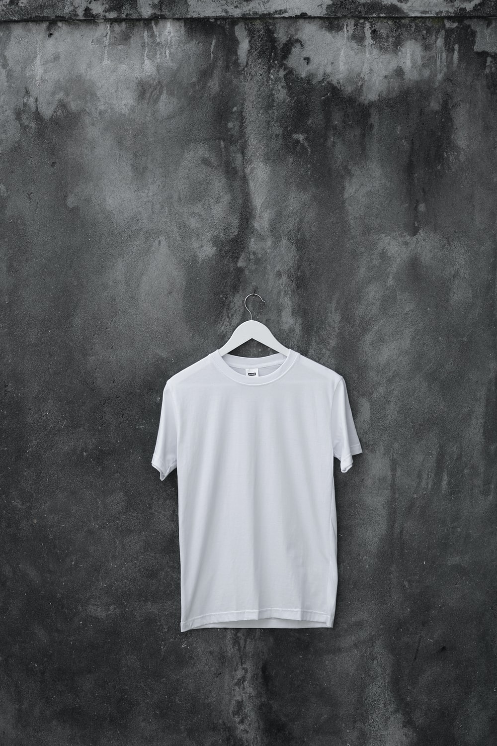 20 T Shirt Pictures Hq Download Free Images Stock Photos On Unsplash