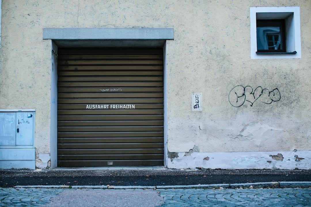 """Garage entrance """"Ausfahrt freihalten"""" keep the exit clear"""