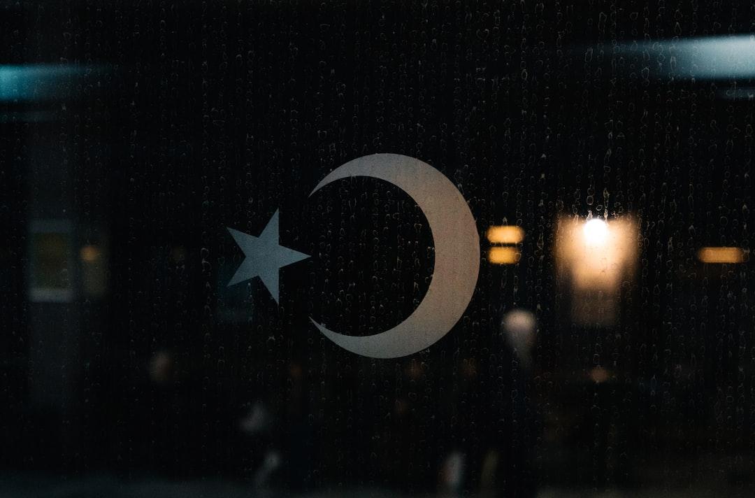 A sticker of Turkey logo on the train window.
