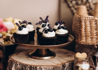 cupcakes on brown wooden round tray