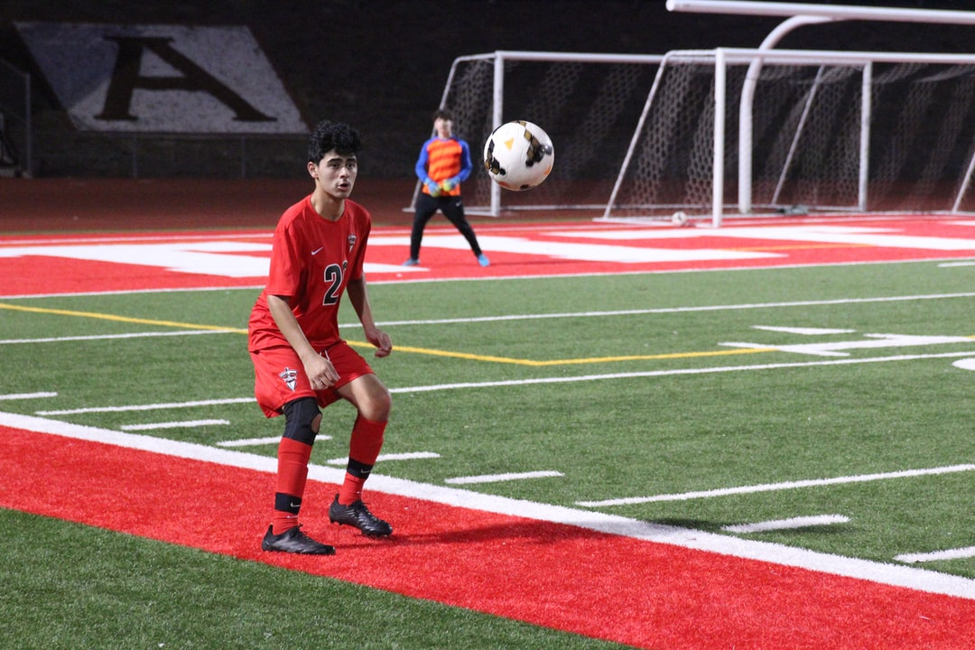 Soccer player waits for the moment to make contact with an incoming pass.