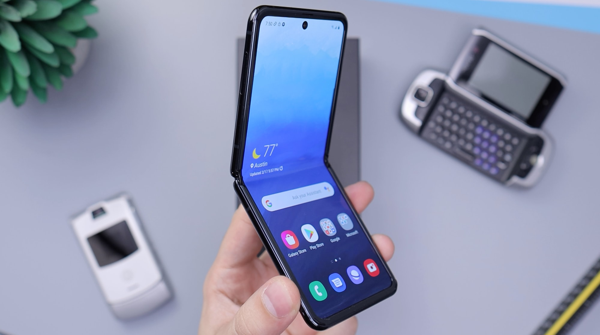 Samsung Galaxy Z Flip in Black