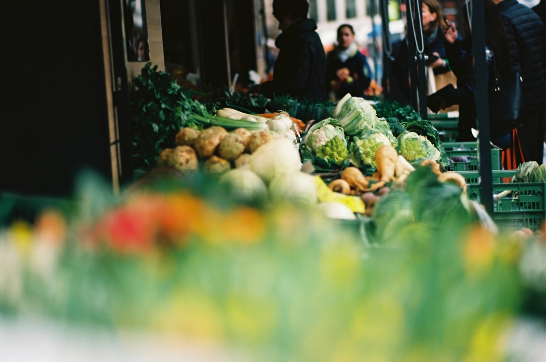 Farmes market –for gourmet fresh, organic, regional, sustainable food. Made with Leica R7 (Year: 1994) and Leica Summicron-R 2.0 90mm (Year: 1981). Analog scan via meinfilmlab.de: Fuji Frontier SP-3000. Film reel: Foma Kodak Ektar 100