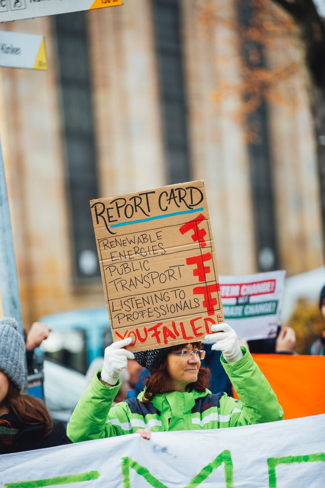 Climate strike protest demonstration – REPORT CARD: renewable engeries, public transport, listening to professionals – YOU FAILED – Fridays for future