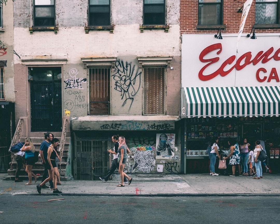 Street scene in LES.
